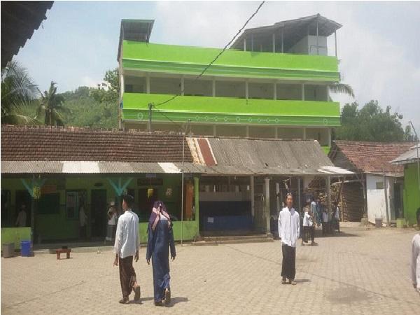 Pesantren UmmulQuro Probolinggo