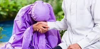 Pandangan Prof. Habib Quraish Shihab tentang Berjabat Tangan Sambil Menyentuh Pipi