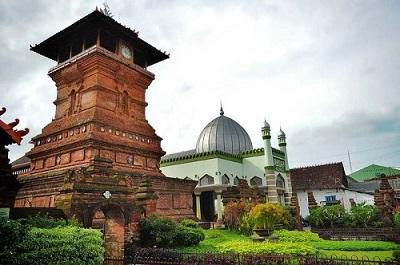 Masjid Menara Kudus - Wisata Religi Wali Songo yang Tersebar di Seluruh Pulau Jawa