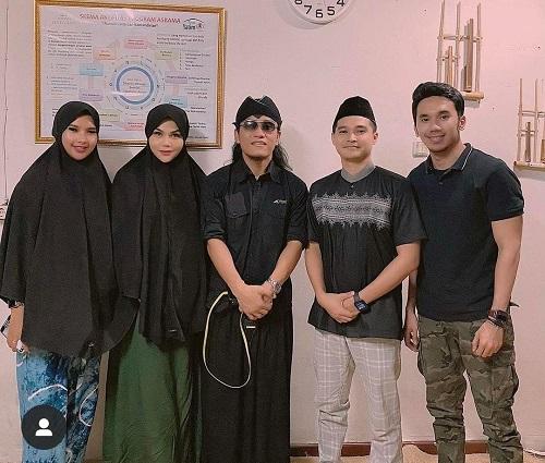 Nyaman Mendengar Adzan, DJ Butterfly Asal Thailand Ini Masuk Islam