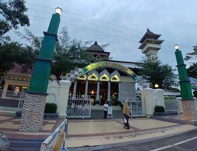 Wisata Ziarah dan Berdoa di Makam Pangeran Sedo Laut